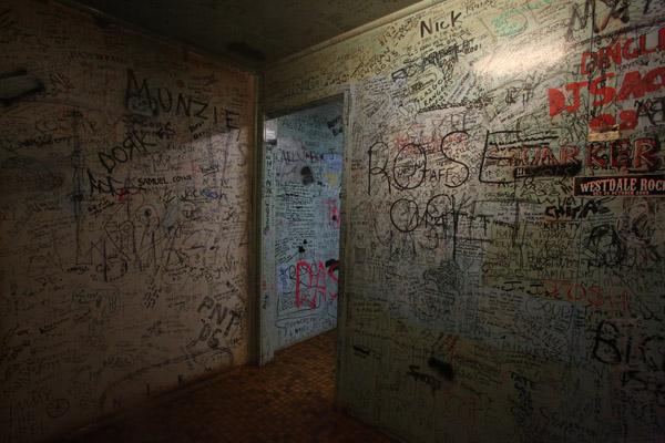 blog blogs graffiti using analogy metaphor case