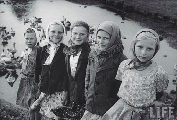 Photo Jerry Cooke : Girls from Poltava